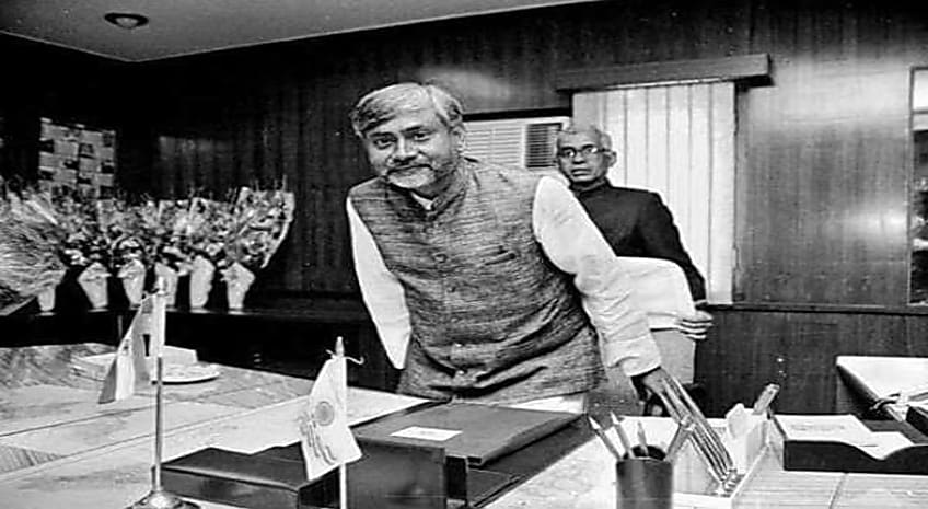 जब तक CM नीतीश को चेताया जाता तब तक पूरा 'गिरोह' नीतीश कुमार जिंदाबाद करते मुख्यमंत्री के कमरे में पहुंच गया और फिर.....