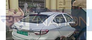 सीएम नीतीश कुमार इलेक्ट्रिक गाड़ी से पहुंचे बिहार विधानसभा,देखिए तस्वीर...