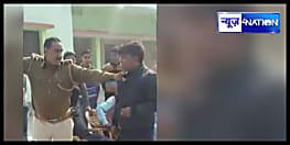 बिहार पुलिस का घिनौना चेहरा, आरोपी को भरी पंचायत में रामदेव स्टाइल में चटवायी थूक, देखें वीडियो