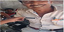 खाकी वर्दी, कमर पर झूलता पिस्टल, कंधे पर टंगा रायफल उसके बाद भी बंधक बन जाने को विवश...वाह रे पुलिस!