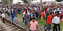 रेलवे के निजीकरण के खिलाफ सासाराम में फूटा छात्रों का गुस्सा, स्टेशन पर किया जमकर तोड़फोड़