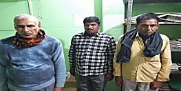 बैंक में लगी थी ड्यूटी लेकिन ट्रकों से पैसे वसूल रहे थे पुलिसकर्मी....वीडियो सामने आने के बाद हो गए गिरफ्तार,ओपी इंचार्ज भी सस्पेंड