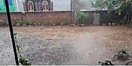 बाबानगरी में बदला मौसम का मिजाज, मुसलाधार बारिश के साथ गिरे ओले