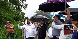 बाढ़ के संभावित खतरे निपटने की तैयारी में जुटा प्रशासन, डीएम ने बागमती के तटबंधों का किया निरीक्षण