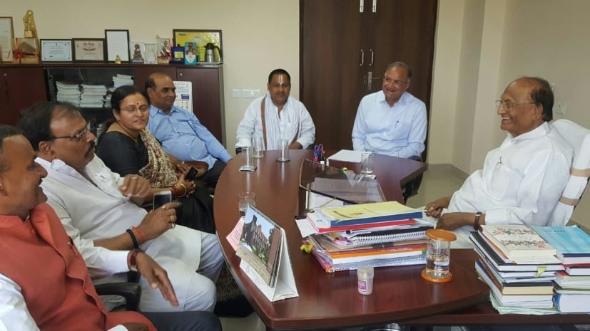 चांसलर बनने के बाद पहली बार CUSB पहुंचे डॉ.सी.पी.ठाकुर, स्टूडेंटस से की मुलाकात