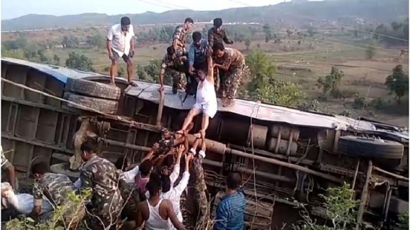 गढ़वा अंबिकापुर मुख्य मार्ग पर दुर्घटनाग्रस्त हुई यात्री बस, पांच की मौत, तीन दर्जन से अधिक घायल