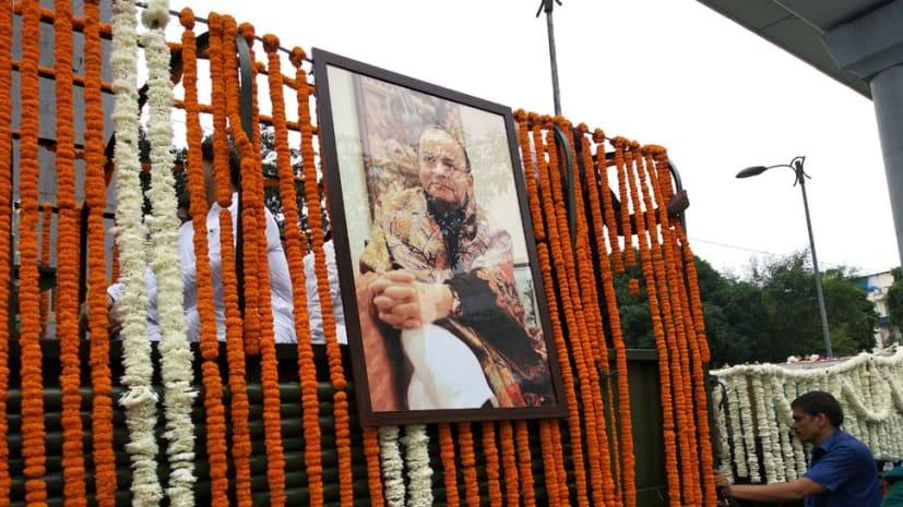 अंतिम यात्रा पर अरुण जेटली : निगम बोध घाट पहुंचा पार्थिव शरीर, कुछ देर में होगा अंतिम संस्कार