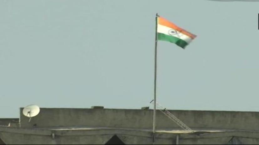 श्रीनगर सचिवालय की बिल्डिंग से हटा जम्मू-कश्मीर का झंडा, अब शान से फहरा रहा है तिरंगा
