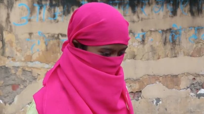नाबालिग छात्रा से छह युवकों ने किया सामूहिक दुष्कर्म, शिकायत करने पर पंचायत ने सर मुंडवाकर गाँव में घुमाया