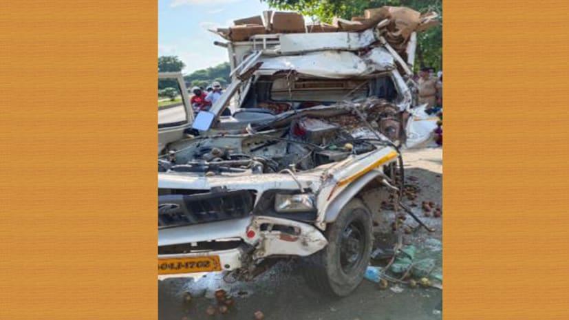 यूपी से बिहार आ रही पिकअप वैन की ट्रक से टक्कर, एक की मौत तीन गंभीर रुप से घायल