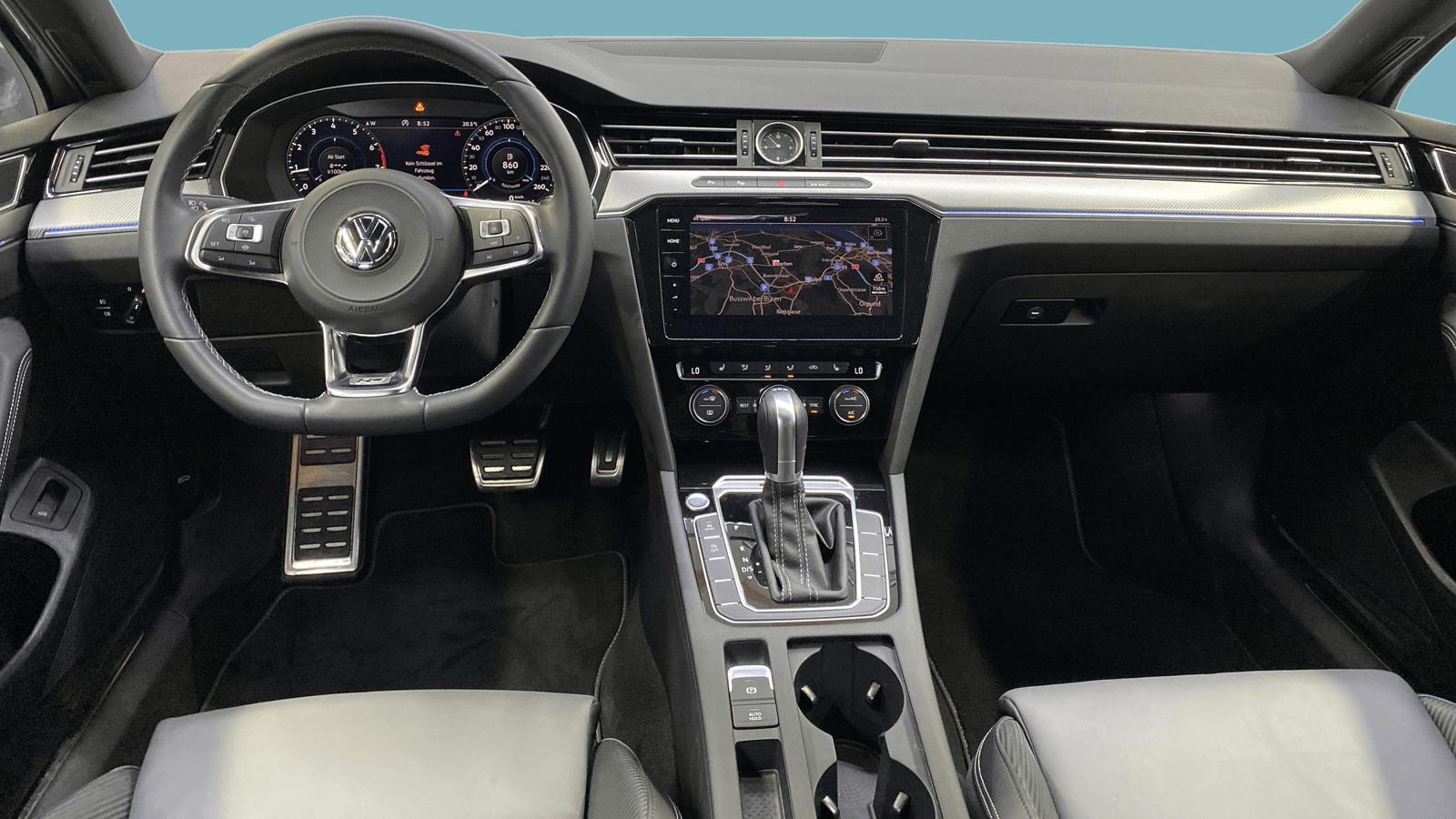 VW Passat Variant Silber interior - Clyde Auto-Abo