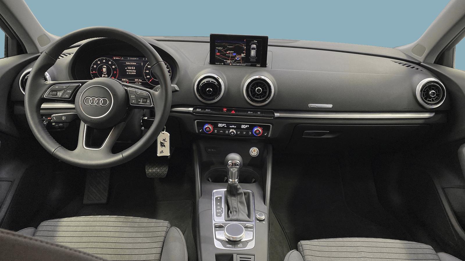 Audi A3 Sportback Silber interior - Clyde Auto-Abo