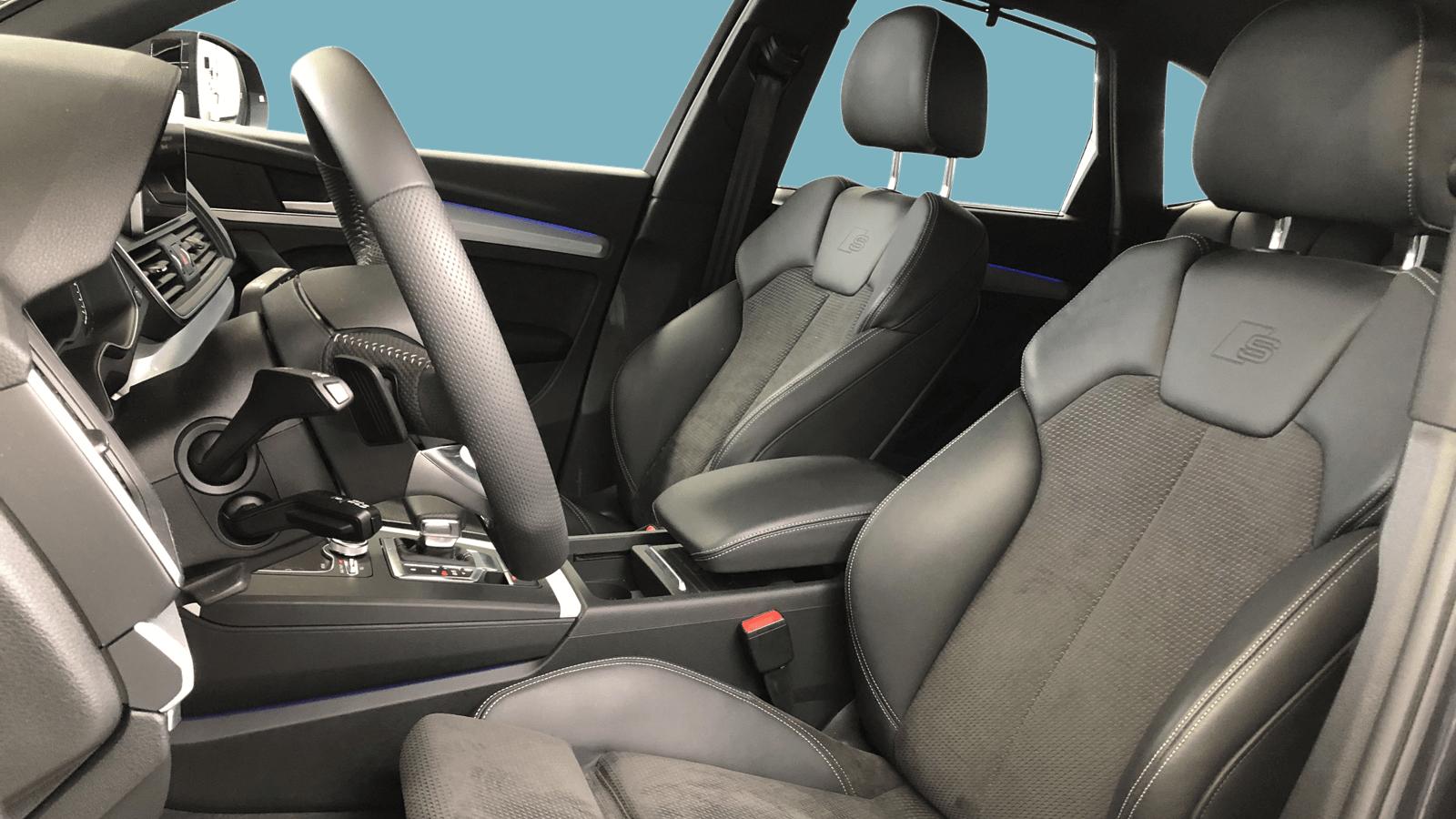 Audi Q5 Grau interior - Clyde Auto-Abo