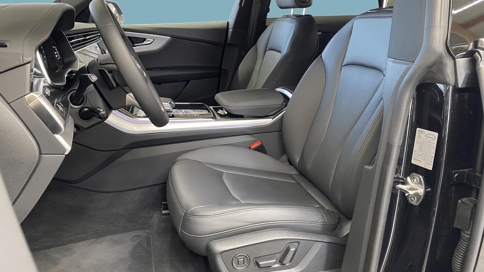 Audi Q8 Black interior - Clyde car subscription