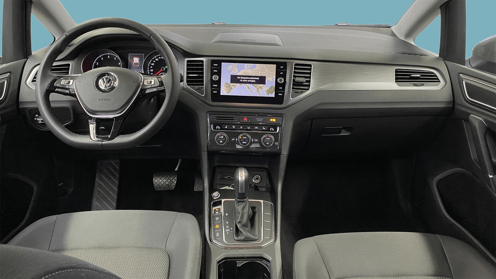 VW Golf Sportsvan Silber interior - Clyde Auto-Abo