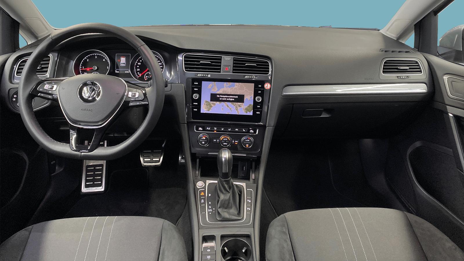 VW Golf Variant Alltrack Silber interior - Clyde Auto-Abo