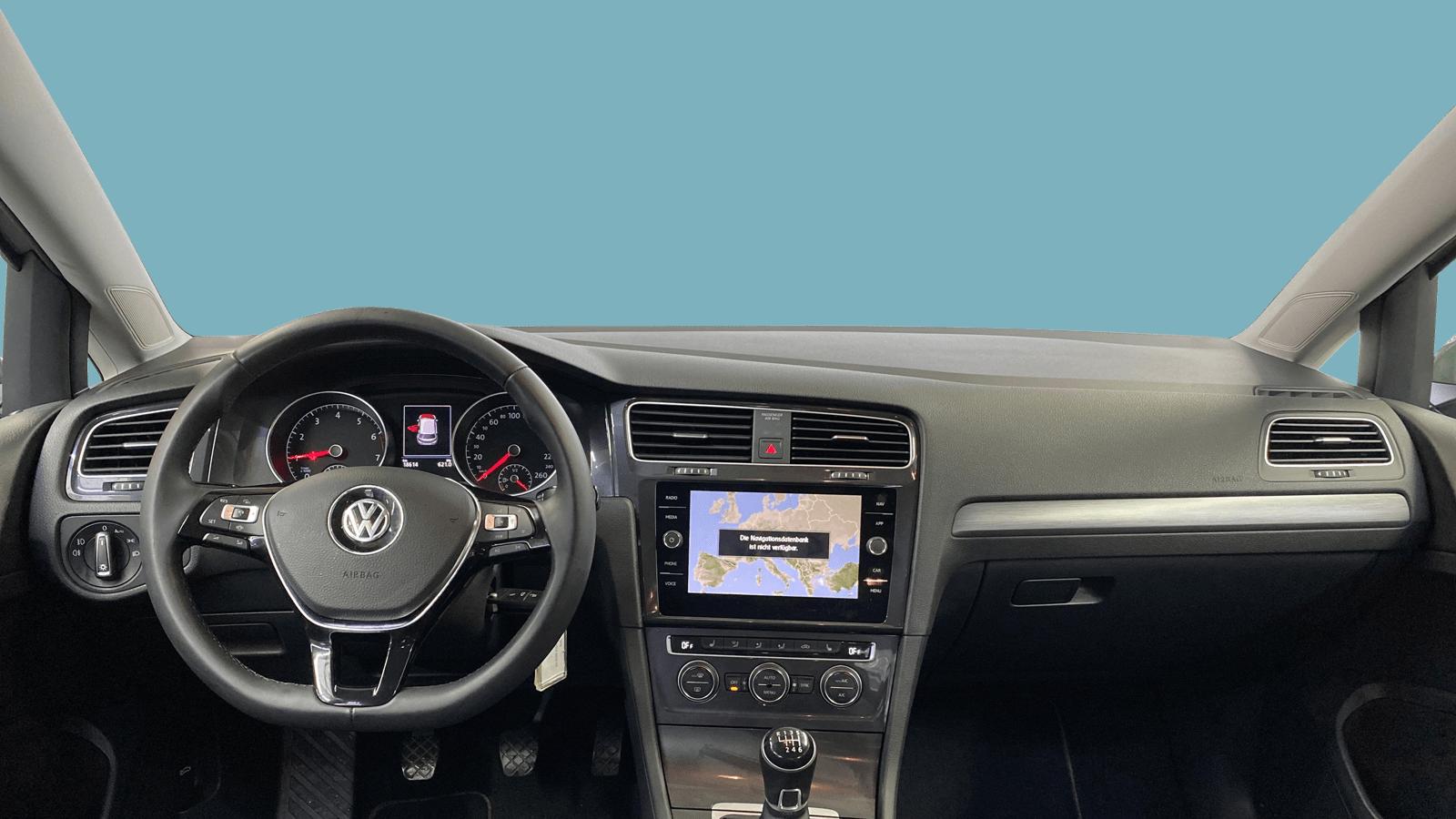 VW Golf Silber interior - Clyde Auto-Abo
