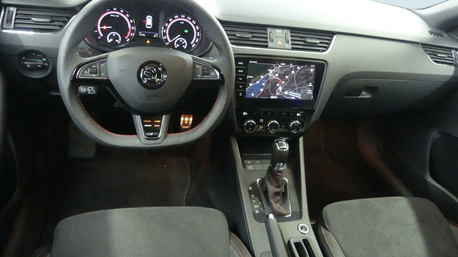ŠKODA Octavia Combi RS White interior - Clyde car subscription