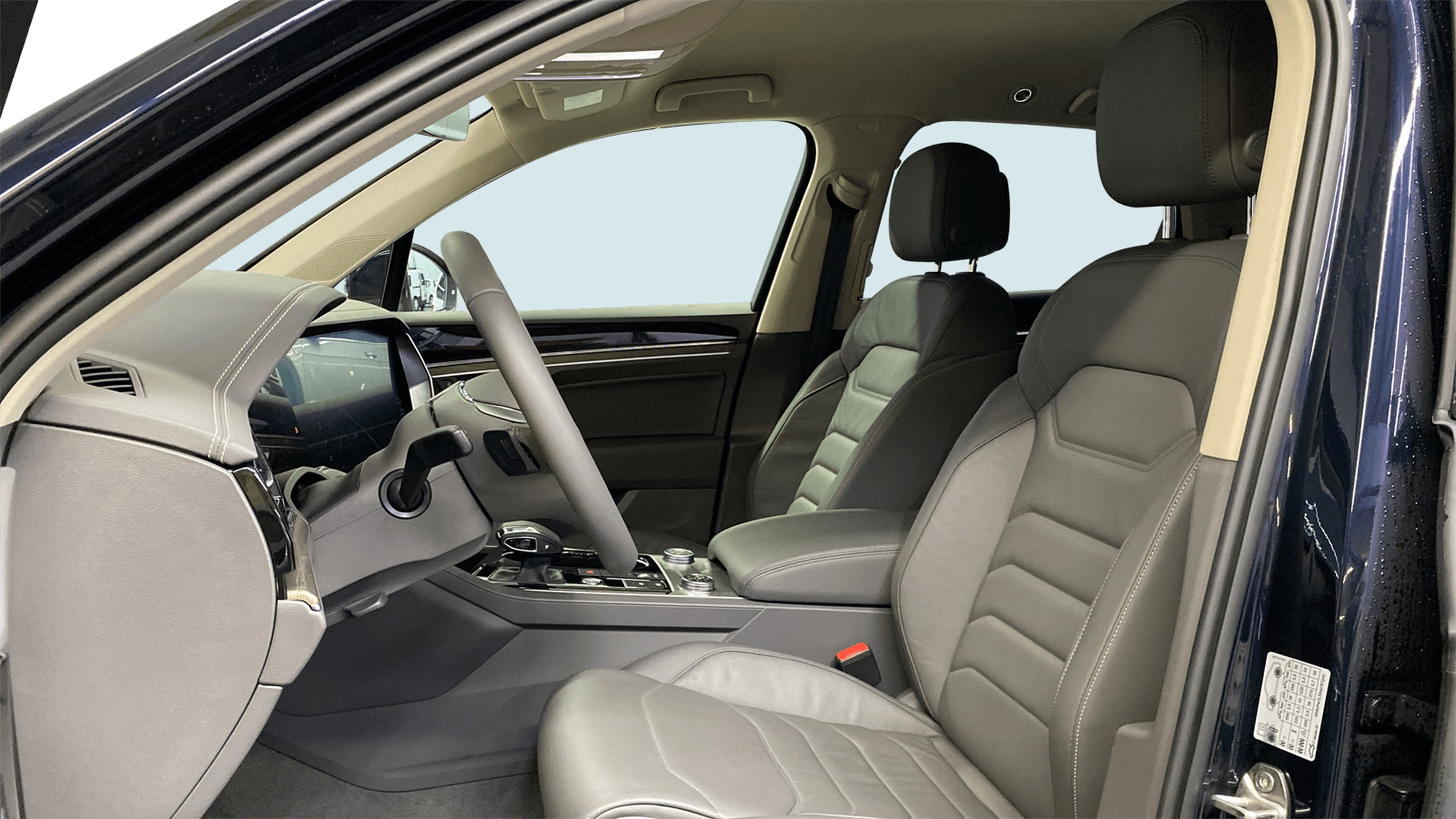 VW Touareg Blue interior - Clyde car subscription