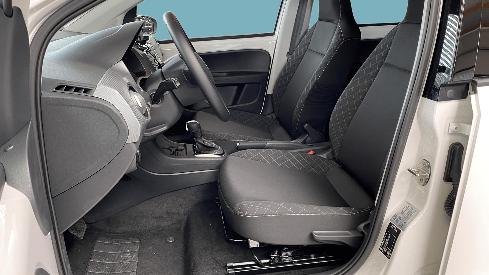 ŠKODA CITIGOe iV Weiss interior - Clyde Auto-Abo