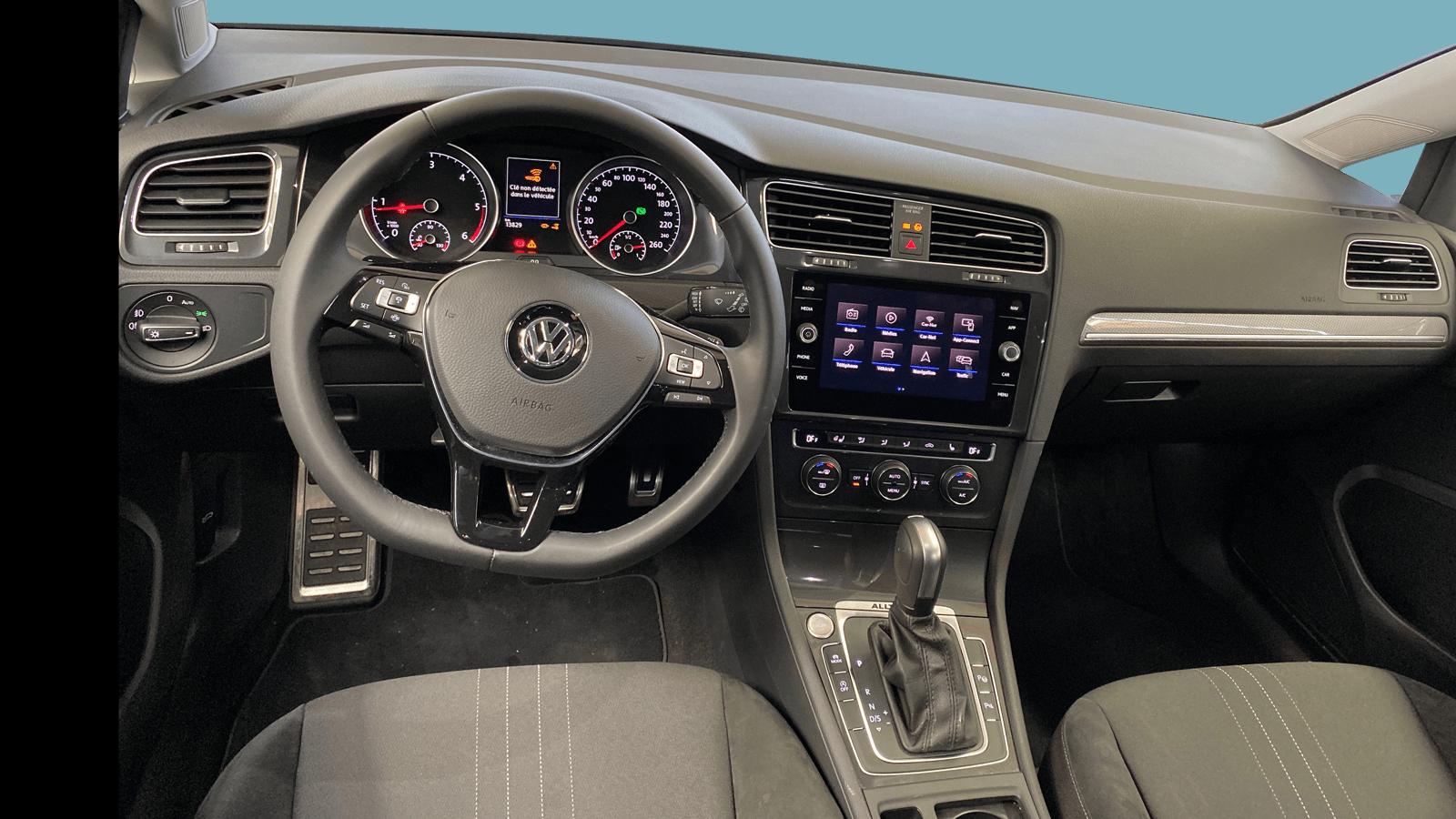 VW Golf Variant Alltrack Schwarz interior - Clyde Auto-Abo