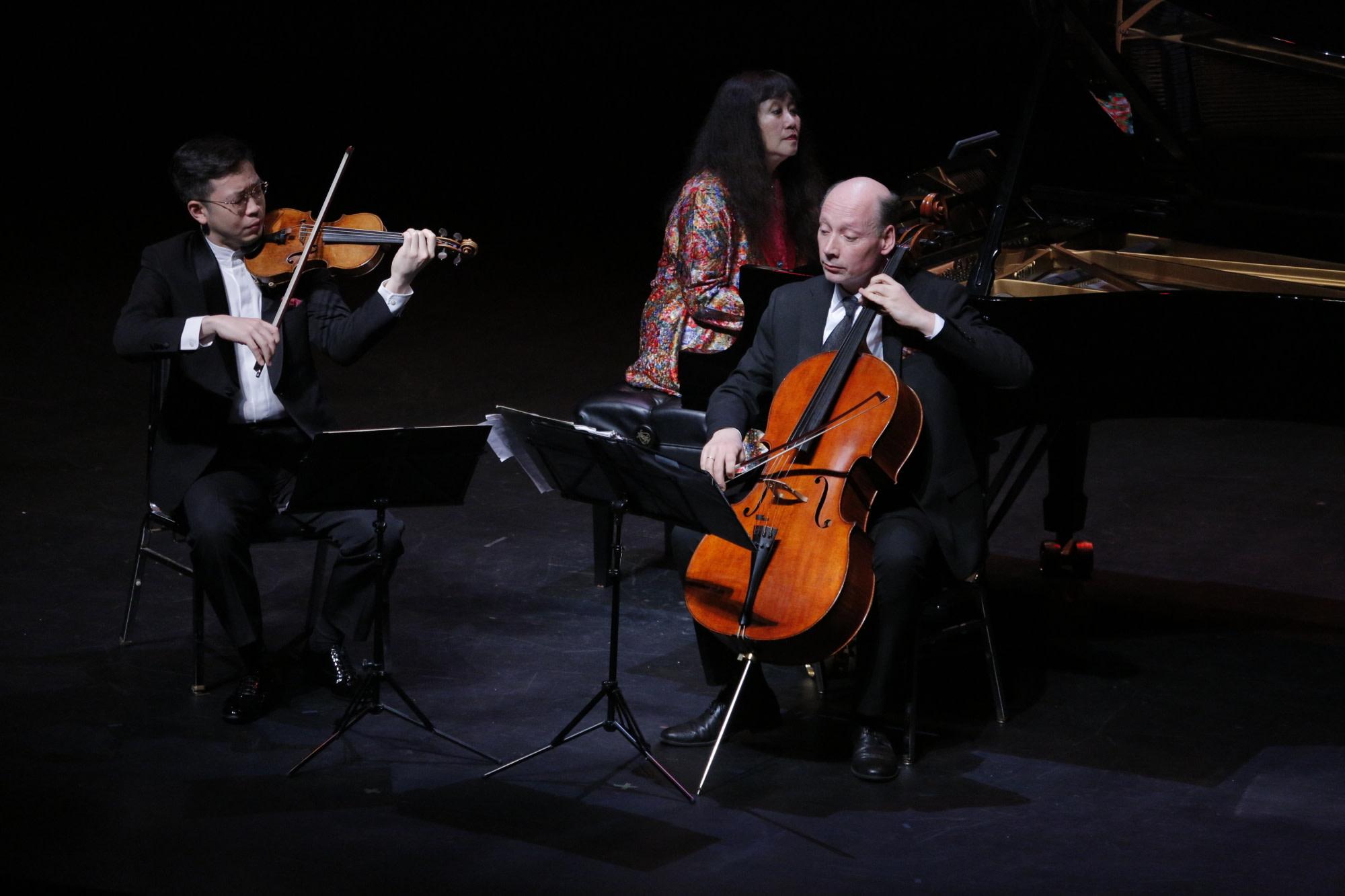 Paul Huang, Wu Han, Clive Greensmith