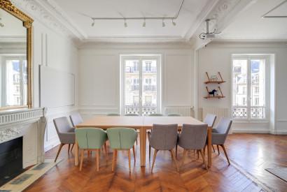 salle de réunion Paris - Table de travail confortable pour 12 personnes - Cocoon Louvre - Emile