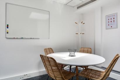 salle de réunion Paris - Location bureau Paris - Cocoon Mogador - Hublots