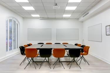 Salle de réunion Paris - salle de réunion table et chaises - Cocoon Mogador - Lorette