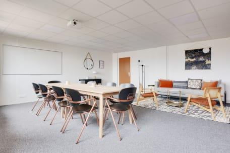 Bureau à l'heure 75013 Paris - Salle de réunion chaleureuse et lumineuse place d'Italie