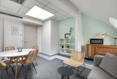 salle de réunion Paris - Bureau design Paris - Cocoon Mogador - Hublots