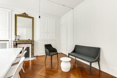 salle de réunion Paris - salon cosy haussmanien paris - Cocoon Pyramides - Anne