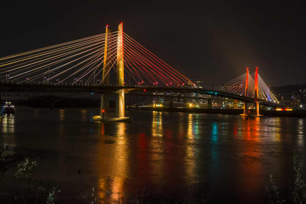 Tilikum Light: An Illuminating Conversation Between a River and a Bridge