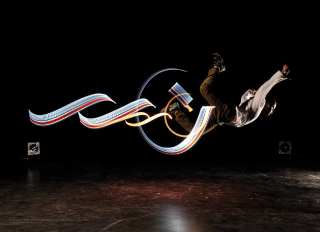 Light-calligraphy and Dance