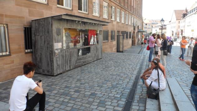 Dürer's Neighbourhood