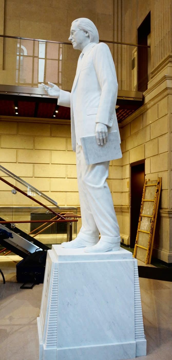 Thomas R. Kline, portrait statue