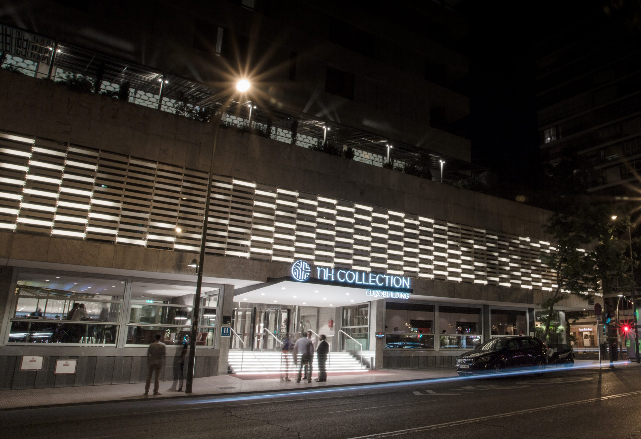 Algorithmic Light Facade for NH Collection Madrid