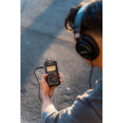 TASCAM DR-40X 4-CHANNEL / 4-TRACK PORTABLE AUDIO RECORDER AND USB INTERFACE WITH ADJUSTABLE MIC