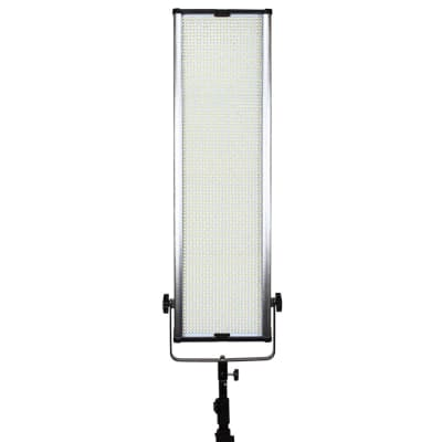 KODAK V2304M LED VIDEO LIGHT PANEL WITH BARN DOOR AND REMOTE