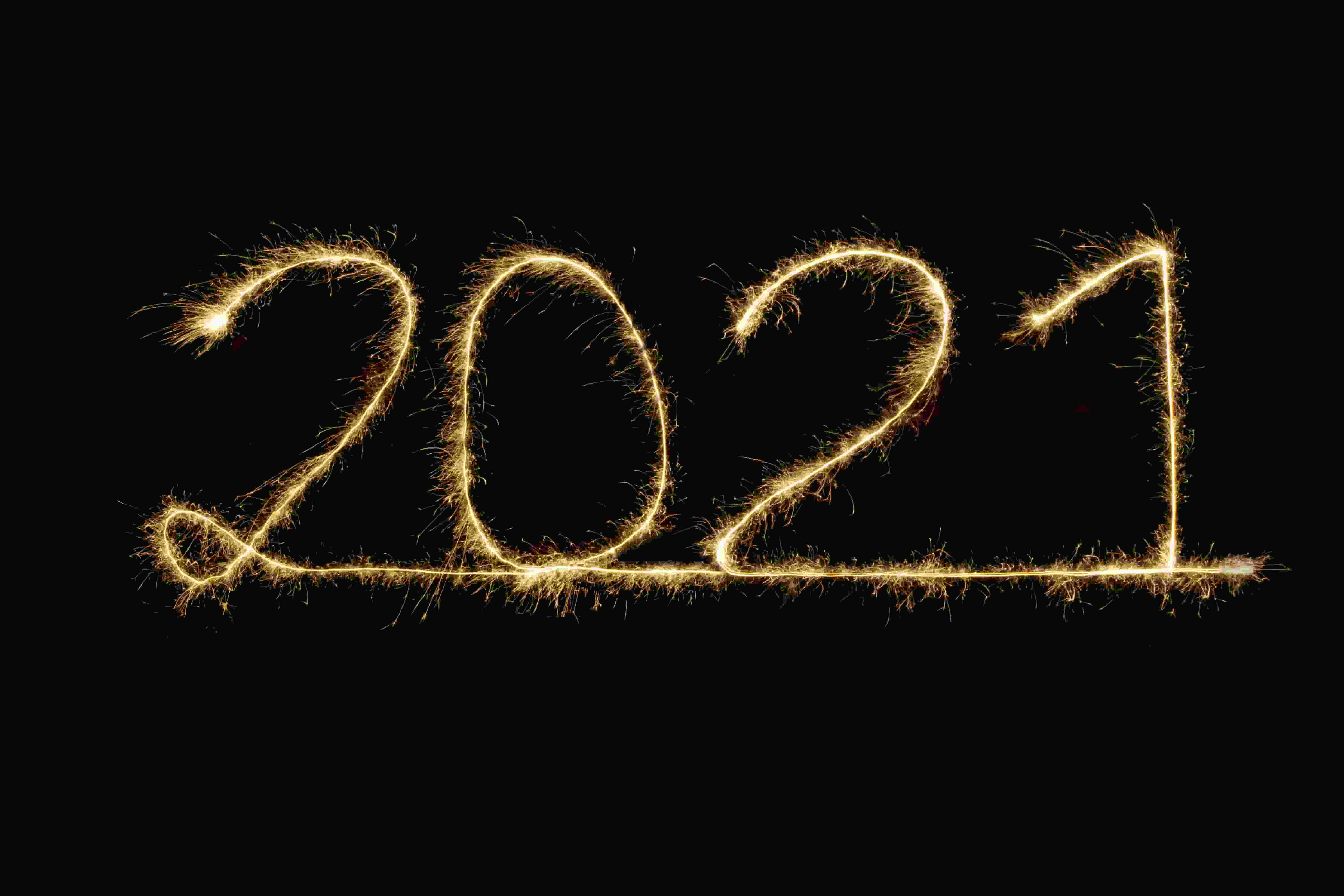 The numbers 2021 in sparkler.