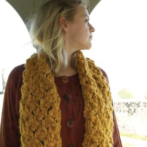 Open trellis work scarf