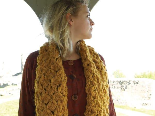 Open trellis work scarf