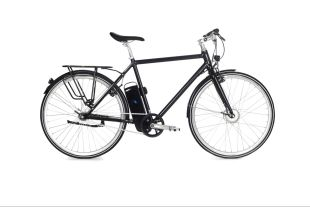 Upstart - Un vélo éléctrique sportif et racé ! L'UPSTART, à l'allure sportive et racée, est un vélo électrique simple et rapide. Avec ses 18kg seulement, il est l'un des vélos les plus légers de sa catégorie, le rendant accessible à tous.  Ses deux vitesses automatiques SRAM et son système électrique vous porteront jusqu'à 25km/h, pour une autonomie de 50 à 80km. De quoi vous garantir des heures de plaisir en toute tranquillité ! Sa batterie étanche Samsung au design unique vient avec deux clés AXA qui permettent de retirer et de replacer la batterie en un tour de main.  L'UPSTART est équipé du système électrique AUTORQ, conçu avec soin par Momentum Electric et exclusif à la marque. Le système AUTORQ comprend un capteur de force qui permet une assistance électrique proportionnelle à la force appliquée sur les pédales. L'ensemble du système électrique AUTORQ, couplé au moteur avant BAFANG, permet une fluidité sans faille dans le pédalage. Vous serez porté par votre UPSTART tout en gardant le contrôle de la vitesse.  Pour vous assurer une sécurité optimale, l'UPSTART est paré du système de freinage SHIMANO des plus performants. Vous n'aurez pas de mauvaise surprise selon les routes et les conditions météorologiques !  L'UPSTART conviendra à toutes et à tous les cyclistes dynamiques souhaitant transformer leur conduite en un moment sportif et plaisant ! L'oscillation de la potence ainsi que la hauteur et l'avancement de la selle sont ajustables et permettent de s'adapter à toutes les morphologies.  L'UPSTART vient tout équipé : il est fourni avec une batterie SAMSUNG, des garde-boues et un porte bagage. Simplissime d'utilisation, il ne vous reste plus qu'à pédaler !  En espérant que vous aurez autant de plaisir à l'utiliser que nos équipes en ont eu à le confectionner !