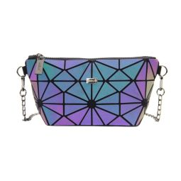 """Handbag MOZAIKO - 24LU - """" Lumineux ! Ce sac est conçu dans une matière qui réfléchit la lumière ! Un sac qui s'adapte à l'ambiance du moment, en toutes circonstances. Sobre et chic le jour, lumineux au soleil, festif la nuit ! Dimensions :24*13*8cm Gamme : Lumineux  """""""
