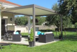 pergola bioclimatique - Abris de terrasse à lames orientables et rétractables