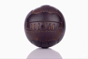 BALLON DE FOOTBALL VINTAGE - EN CUIR COUSU MAIN