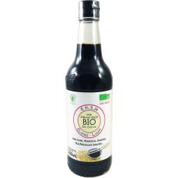 Organic Soy Sauce - Light - Inventée il y a environ 3000 ans, la sauce soja est une sauce fermentée à base de soja et de céréale, très utilisée en Asie et surtout en Chine pour assaisonner et saler les plats.  La sauce soja claire, en référence à sa couleur, est plus salée que la sauce soja foncée (Dark). Celle-ci est la plus employée dans la cuisine asiatique. Elle est utilisée pour des plats tels que : Les soupes à base de nouilles ou pâtes de riz, les plats de poisson ou de fruits de mer, les plats de poulet et aussi en tant que sauce pour raviolis chinois ou sushi.