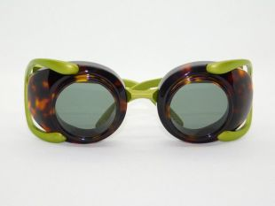 """Blasphemy - This product is a three-dimensional 3-point combination of acetate and metal. With goggles as a motif, the theme is """"blasphemy"""" to the basics and standards of eyeglasses, which is suitable for the title, and the design and weight are all designed assuming non-standards. Each piece is carved by a craftsman and assembled by hand. All lenses are equipped with sunglasses lenses. This product comes with a soft case and a cleaning cloth.  Size: 38 □ 32-115"""