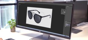 """FittingBox Studio - PHOTO  Notre technologie brevetée et nos nombreuses années d'expérience dans la digitalisation de montures nous ont permis de développer une production de photos haute de gamme pour des catalogues numériques ou imprimés.  Nous produisons des packshots photos de montures sous différents angles pour que vous puissiez présenter vos collections de la meilleure manière possible sur votre site internet. Rapide, flexible et de qualité, ce service apporte une vraie plus-value à votre commerce.  DIGITALISATION  Nous produisons des modèles 3D de haute qualité de vos paires de lunettes afin de créer des rendus ultra-réalistes pour une expérience d'essayage virtuel optimale.  De plus, nous vous offrons l'accès à notre base de données de montures 3D, la plus grande au monde. Elle compte des milliers de montures et des centaines de marques que vous pouvez intégrer dans vos collections en ligne.  + 86 000  Montures + 420  Marques ~ 3 000  Nouvelles montures/ mois  RENDU  Nous nous spécialisons également dans la production photo contextuelle, permettant de mettre n'importe quelle monture sur le visage de n'importe quel modèle, dans n'importe quelle position.   Les rendus ultraréalistes sont parfaitement similaires à ceux d'une séance photo """"réelle"""", à l'exception que vous pouvez facilement en créer des milliers.  Une seule photo d'un modèle, des milliers de combinaisons possibles!"""
