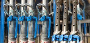 Etais Nevo - La nouvelle gamme d'étais métalliques Nevo, conforme à norme EN 1065, présente une numérotation gravée sur la coulisse. Le réglage de l'étai à la bonne hauteur est ainsi simplifié, le gain de productivité avéré.  Léger et ergonomique, il facilite la manutention et favorise la réduction de la pénibilité et des TMS. Le pas de vis incliné permet une économie de temps et d'énergie : desserrage rapide et simple sous pleine charge, diminution des coups de marteau.
